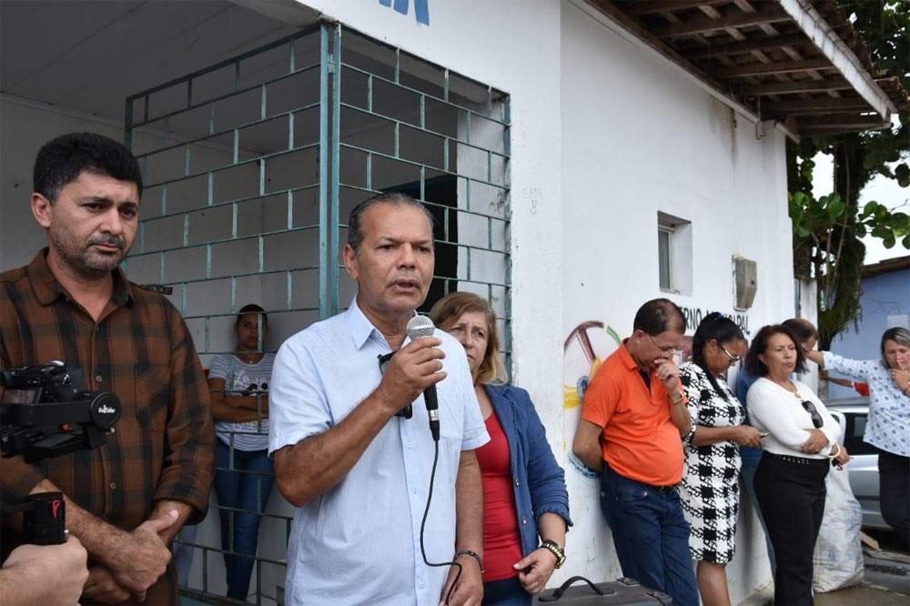 Prefeito Chico Vigário entrega nova ambulância para o Distrito Ouricuri