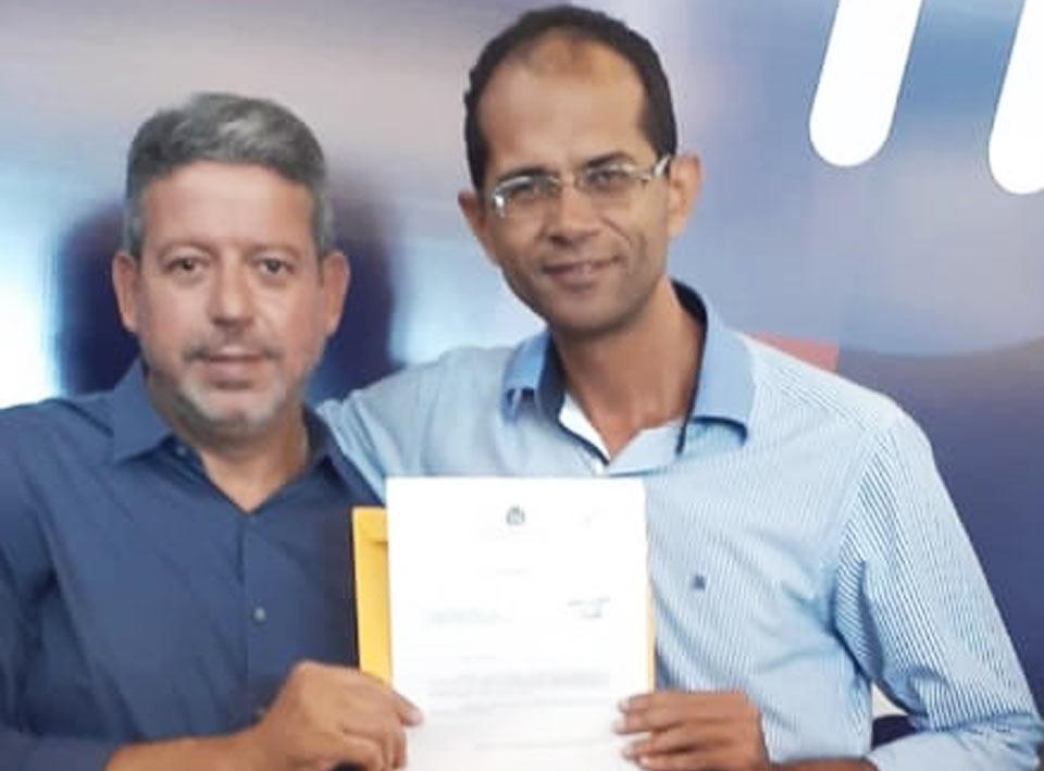 Ricardo Calheiros entrega Requerimento ao deputado federal Arthur Lira