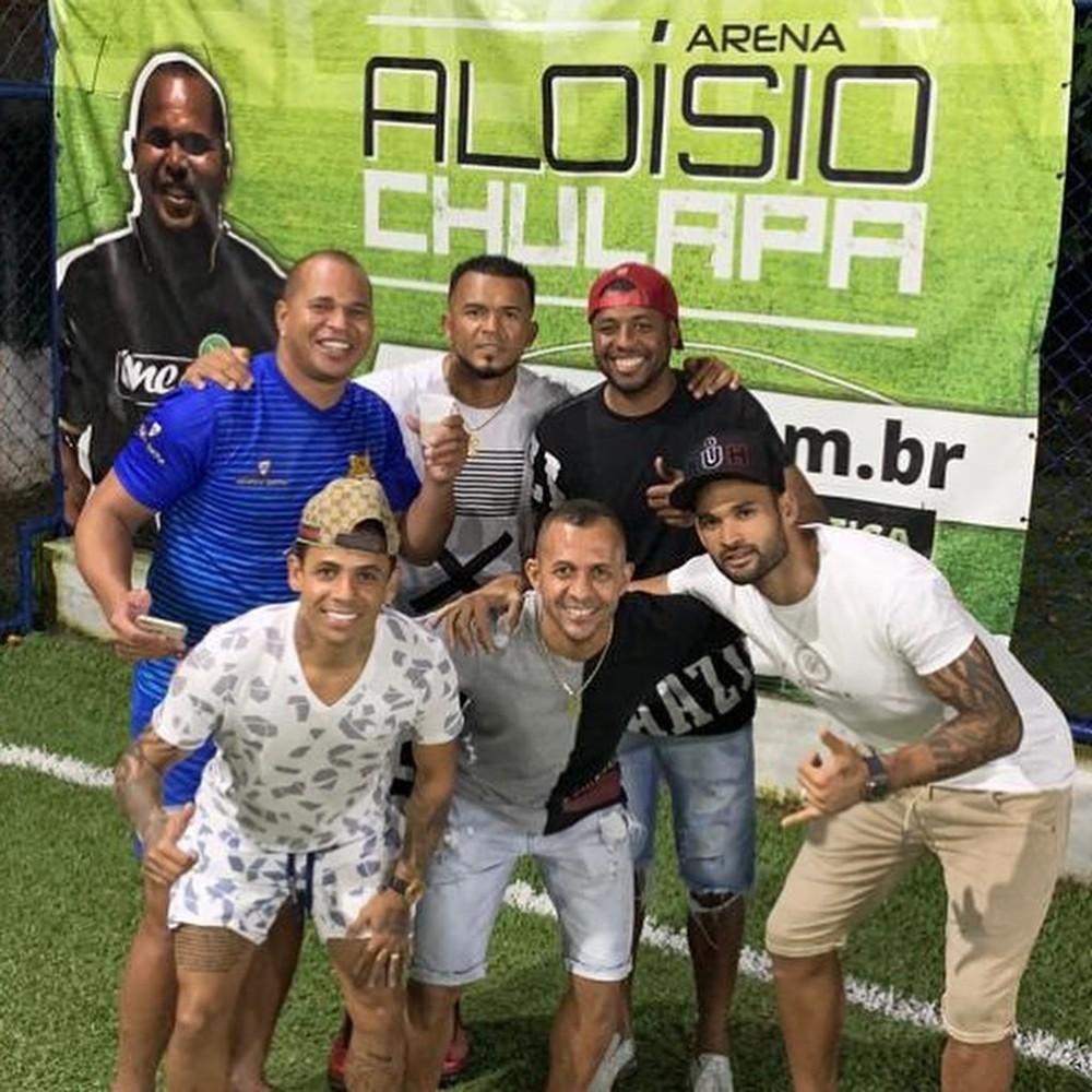 Em pé: Aloísio Chulapa, Zé Carlos e Audálio; agachados: Elton, Jadílson e Willian José — Foto: Reprodução Instagram