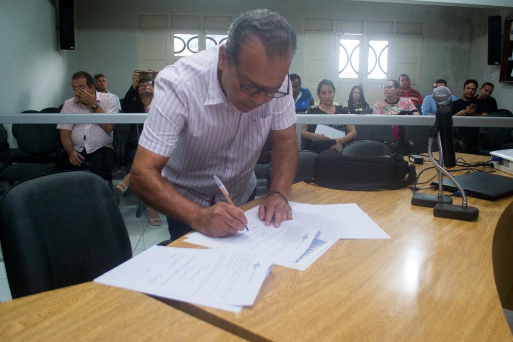 Prefeito assina o Termo de Adesão do município ao Cidade Empreendedora.