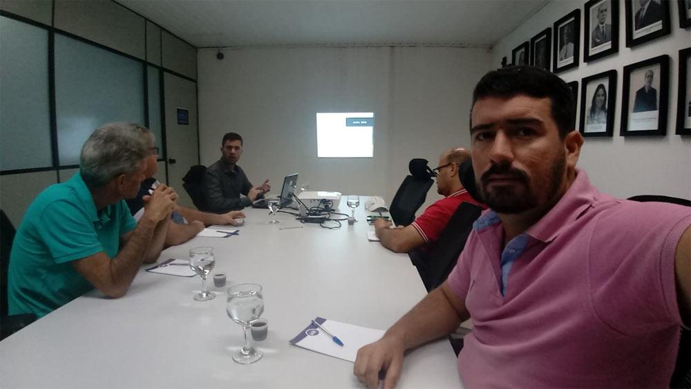 Equipe da Prefeitura de Atalaia participa de capacitação na Juceal.