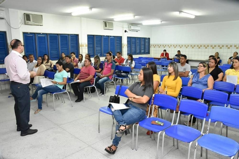 Curso de Capacitação está sendo realizado no Auditório da Escola Estadual Floriano Peixoto.