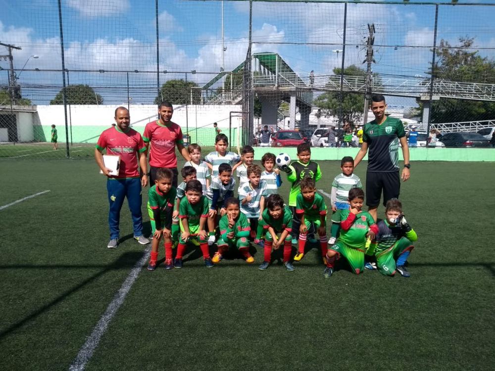 Alunos da Escolinha Arena Santo Amaro participam de amistosos na cidade de Maceió