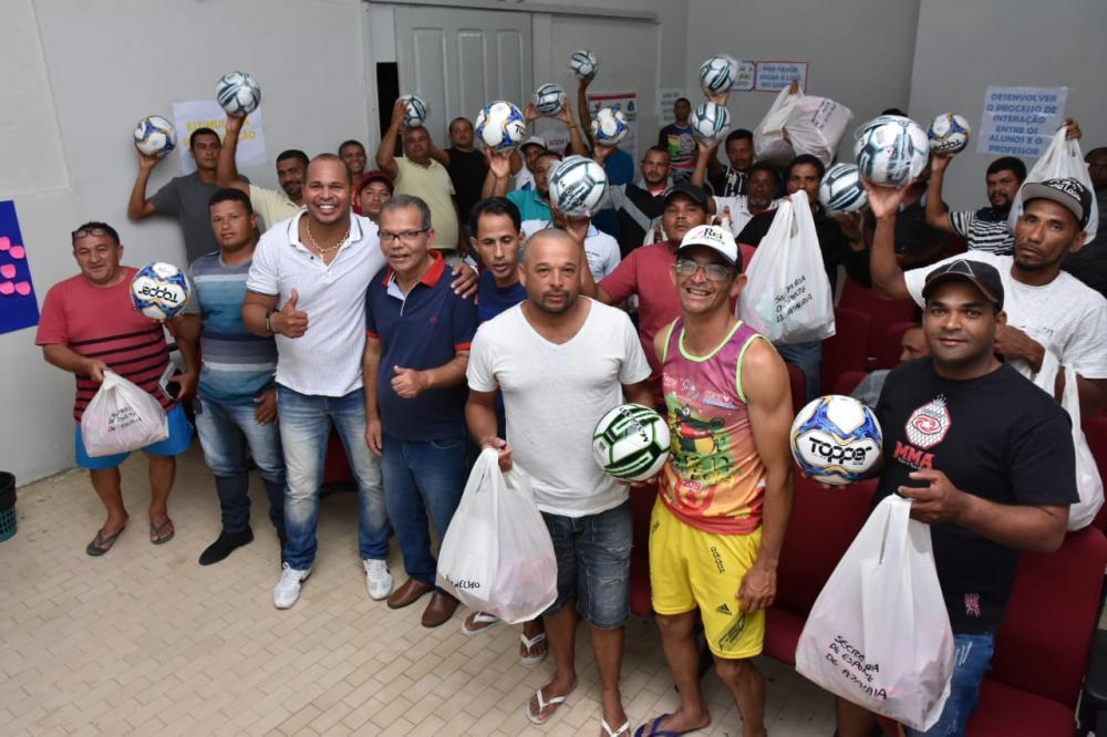 Entrega de material esportivo para os times da Segunda Divisão do Atalaiense de Futebol Amador.