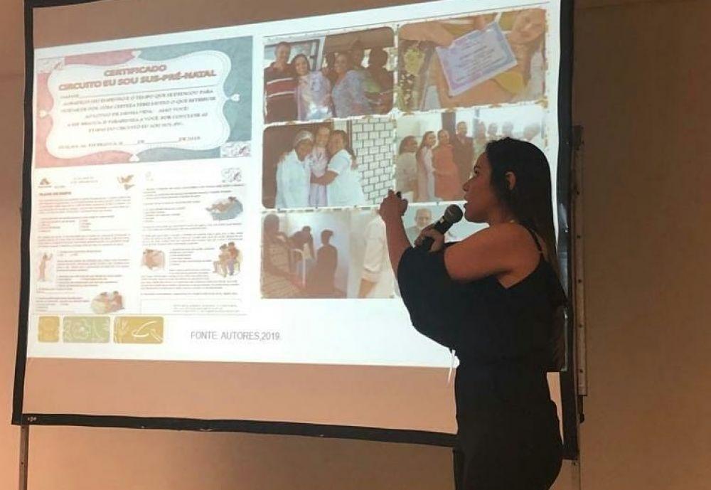 Enfermeira Mara Gabriela apresentando a experiência exitosa em Atalaia, na 16ª Mostra Brasil Aqui Tem SUS.