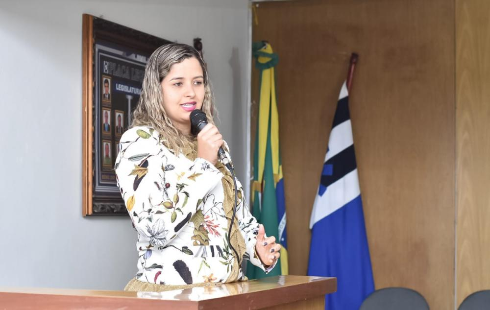 Da Tribuna, vereadora Camyla Brasil presta homenagem ao seu tio e ex-vice-prefeito Elvio Alves Brasil