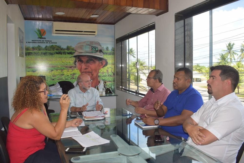 Em visita ao Iteral, prefeito Chico Vigário discute realização de novas Feiras da Agricultura Familiar no município