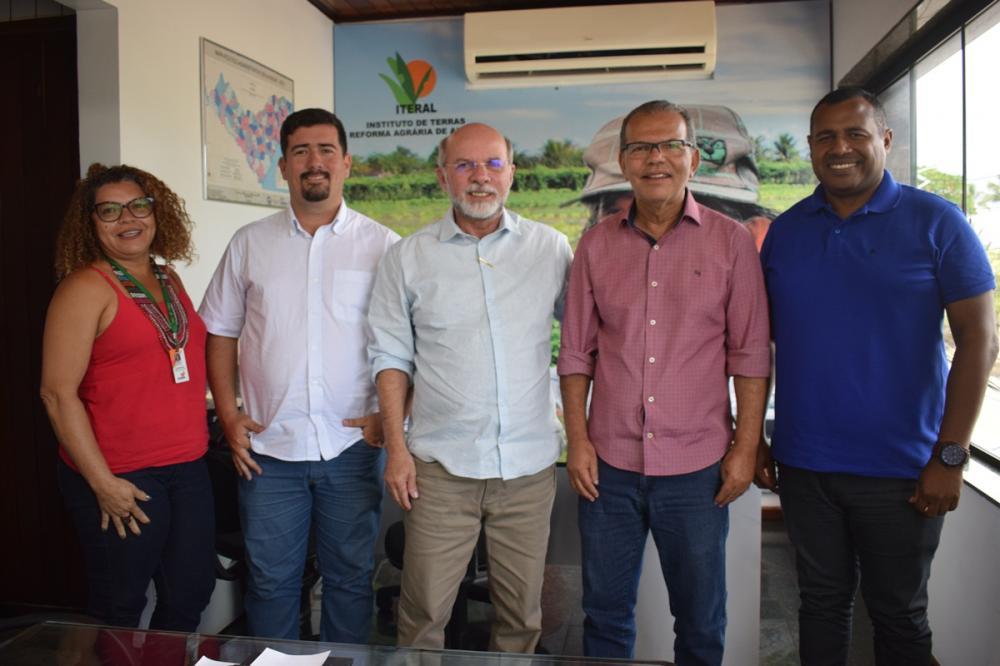 Prefeito Chico Vigário esteve na sede do Iteral na manhã desta terça-feira (17). Foto: ASCOM Iteral