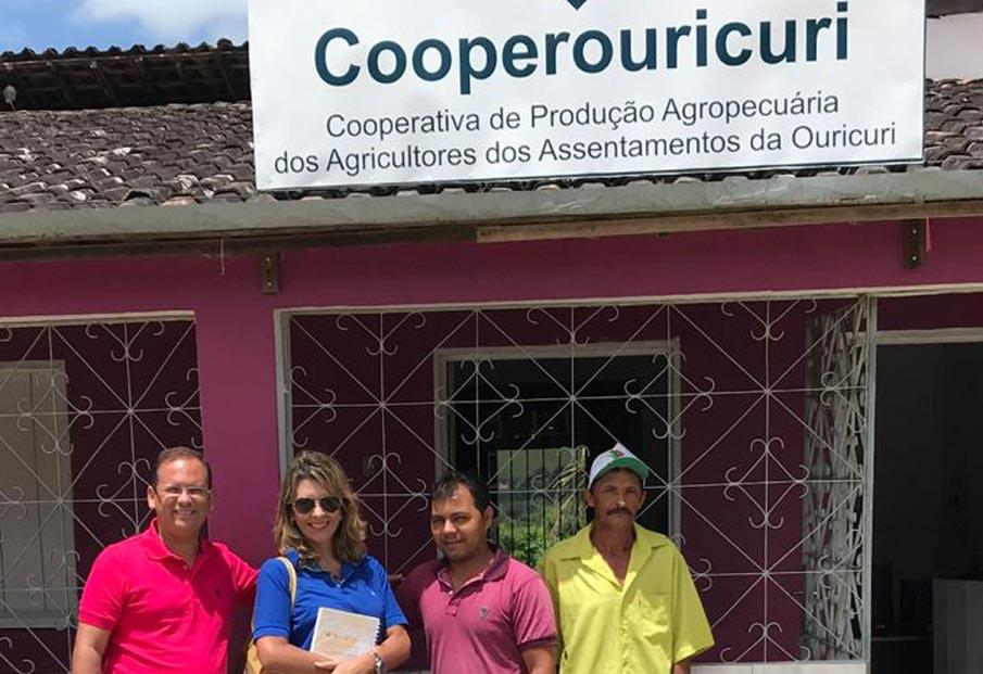 Vereador Alexandre Tenório e assessora de projetos Simone Marques em visita a Cooperouricuri.