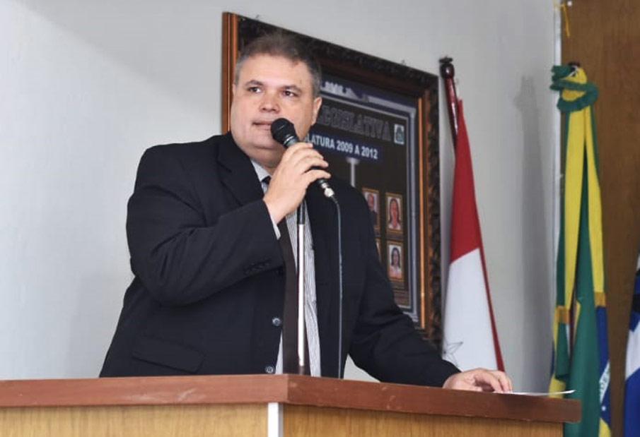 Vereador Fabricio Torres durante a sessão ordinária desta terça-feira (24).