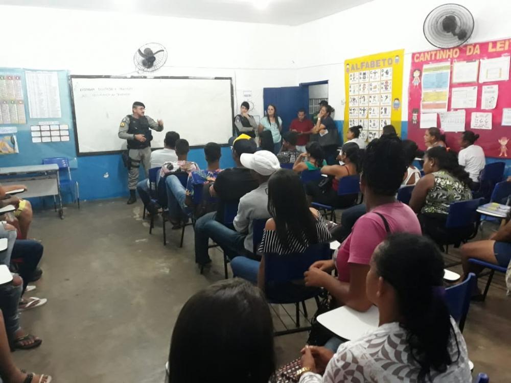4ª Companhia da PM ministra palestra na Escola Municipal Jabes Francisco.
