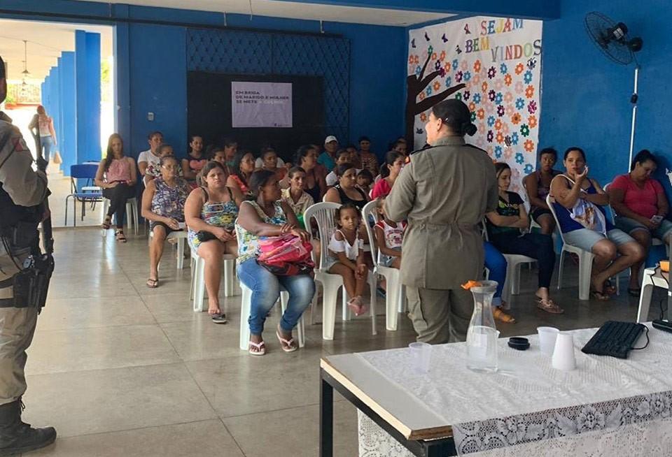 """Atalaia recebe ação do projeto de prevenção """"Patrulha Maria da Penha nas Comunidades"""""""