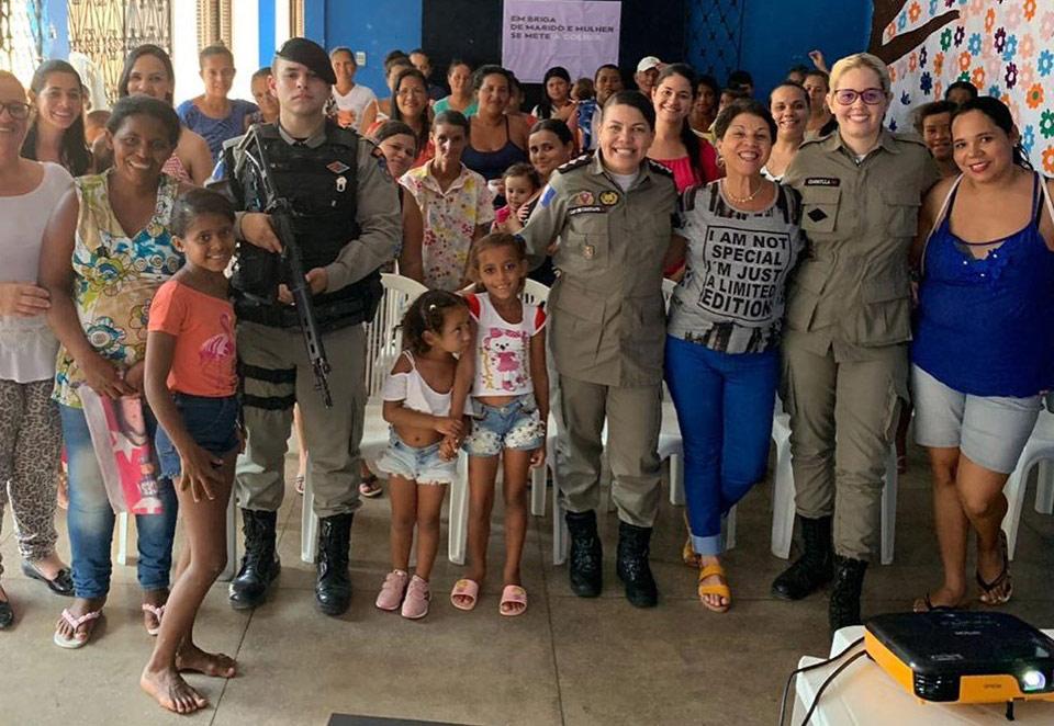 """Atalaia recebe ação projeto de prevenção """"Patrulha Maria da Penha nas Comunidades""""."""