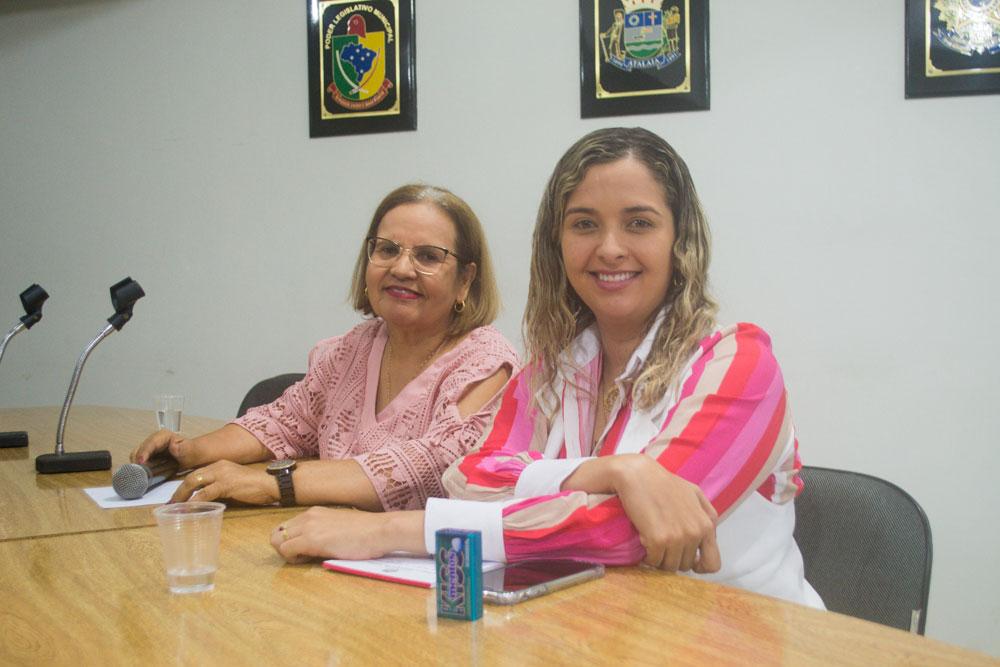 Vereadoras Maria da Comesa e Camyla Brasil.