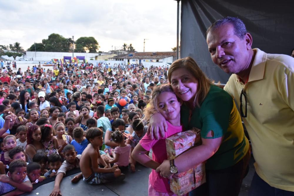 Prefeito Chico Vigário e primeira-dama Rosiane Vigário participam da Festa do Dia das Crianças.