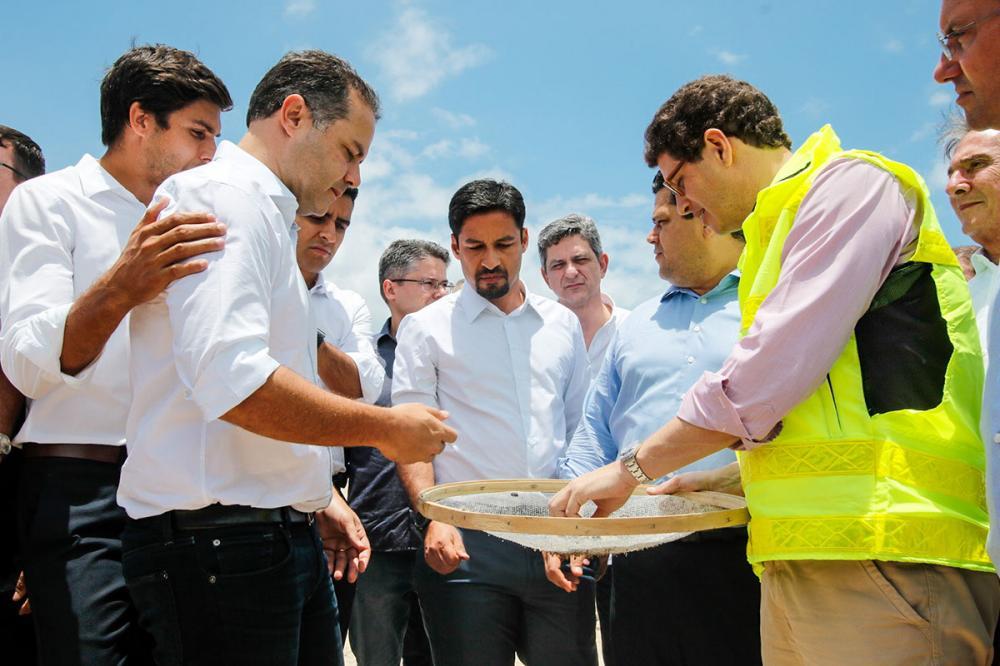 Renan Filho afirmou que a presença do presidente em exercício em Alagoas é um gesto que fortalece o Nordeste, diante do maior desastre ambiental da história do litoral brasileiro. Foto: Thiago Sampaio