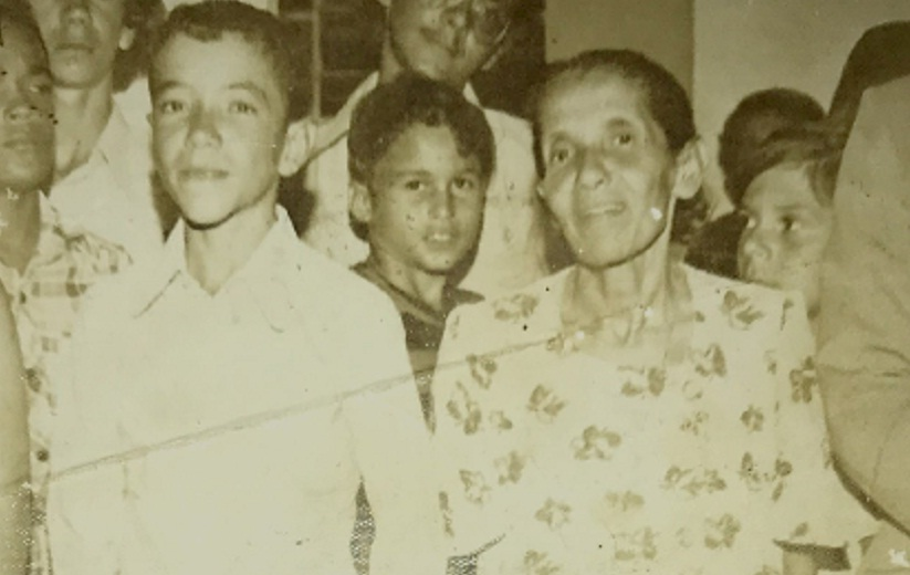 Foto da Professora Delamar na formatura de 8ª série do filho José Dilson, em dezembro de 1977.