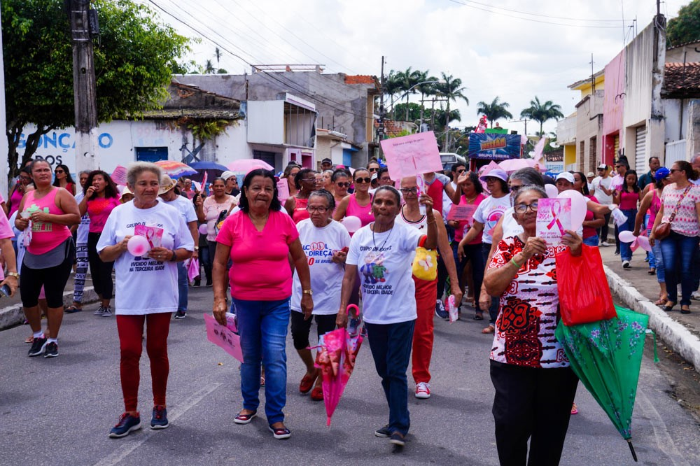 Secretaria de Saúde mobiliza população atalaiense e promove ações no Dia D do Outubro Rosa