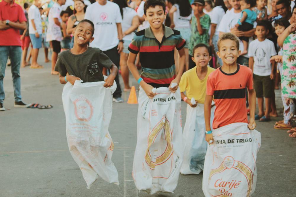 Alegria das crianças em evento promovido especialmente para elas.