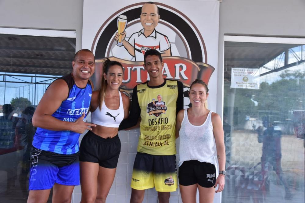 A convite de Aloísio Chulapa, Natalia e Bianca prestigiam torneio de futevôlei em Atalaia.