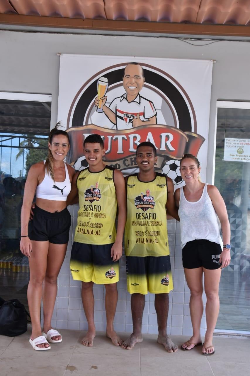 Em Atalaia, Aloísio Chulapa recebe Natalia e Bianca em grande desafio de Futevôlei