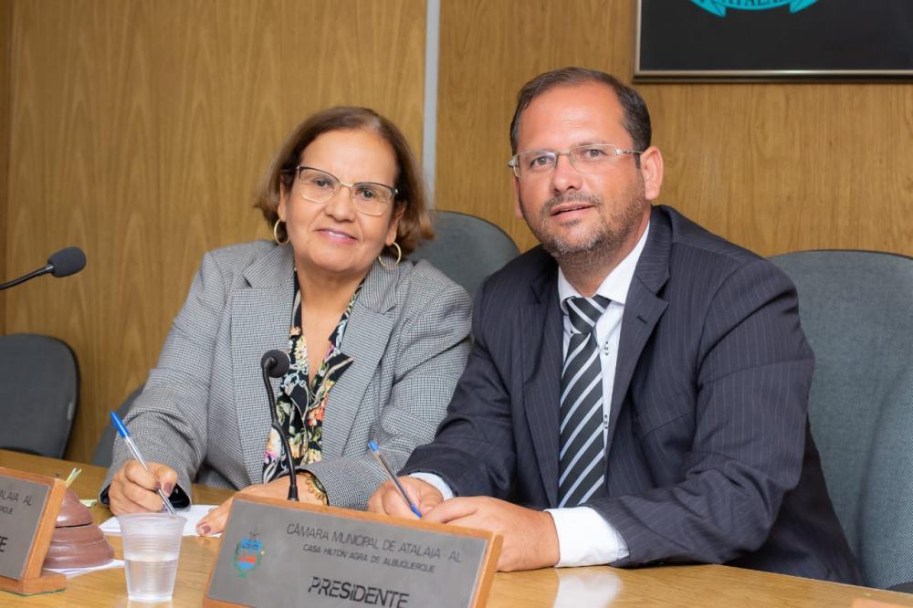 Vereadora Maria da Comesa e presidente Alexandre Tenório.