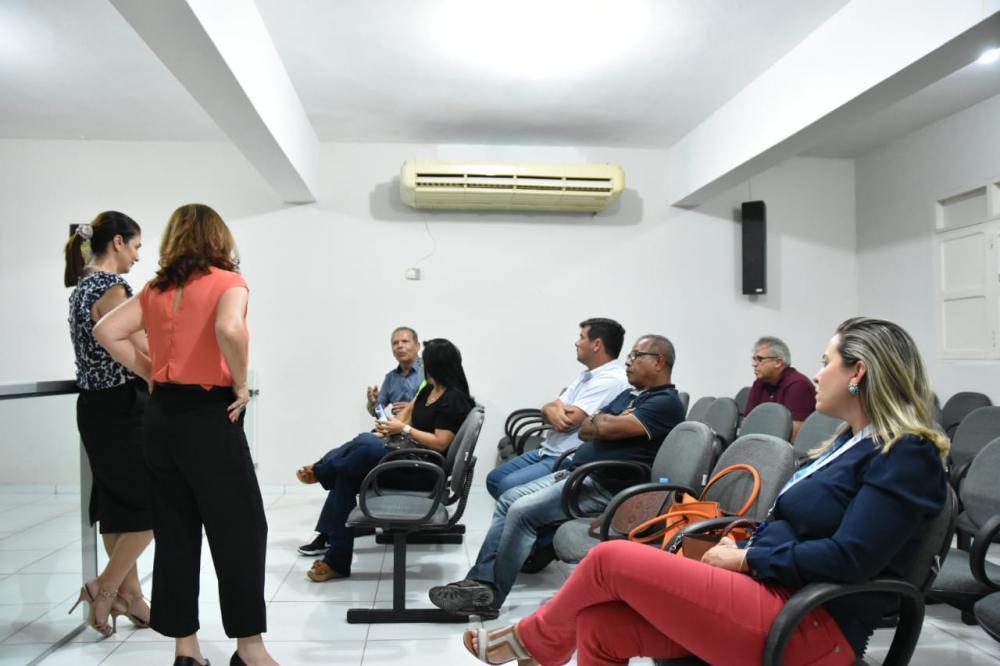 Reunião foi realizada no prédio da Câmara Municipal.