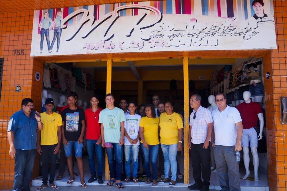 Feira mostra o empreendedorismo de alunos da EJA em Atalaia