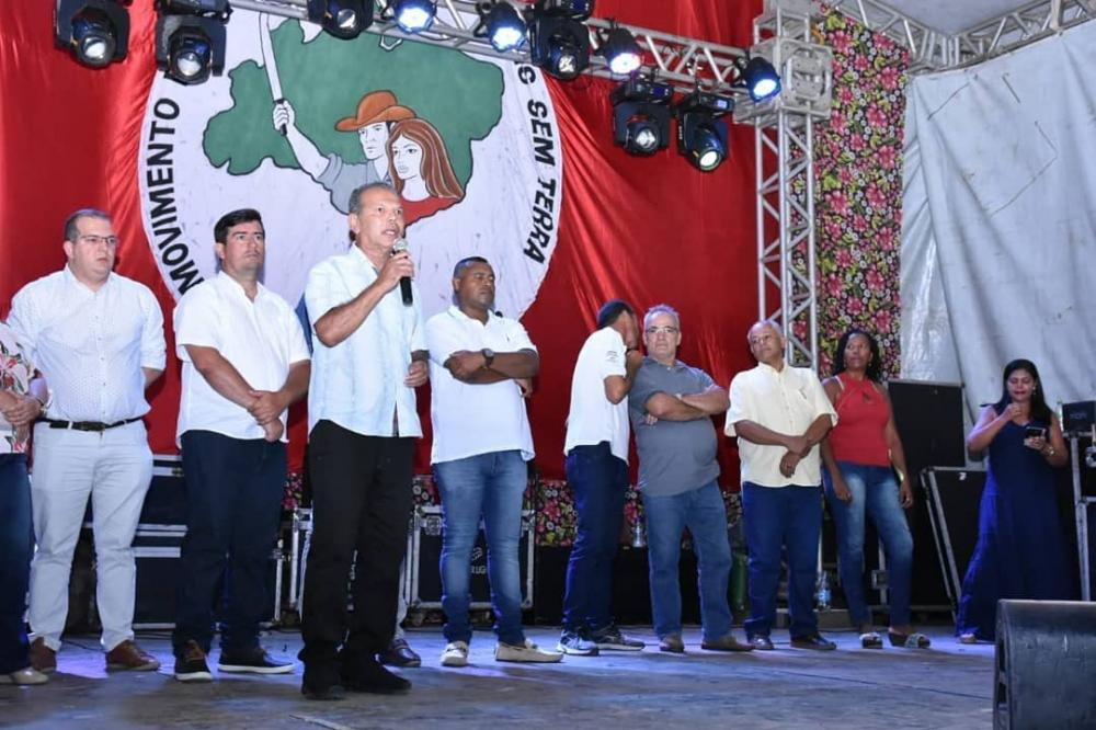 Prefeito de Atalaia prestigia a 1ª Feira da Reforma Agrária.
