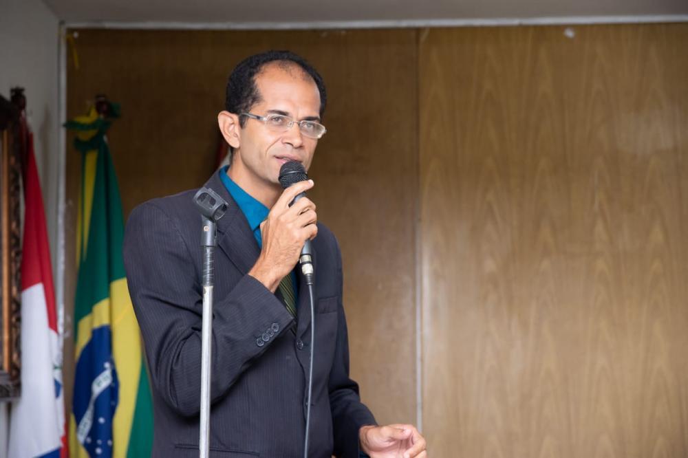 Vereador Ricardo Calheiros fazendo uso da Tribuna da Câmara Municipal de Atalaia.