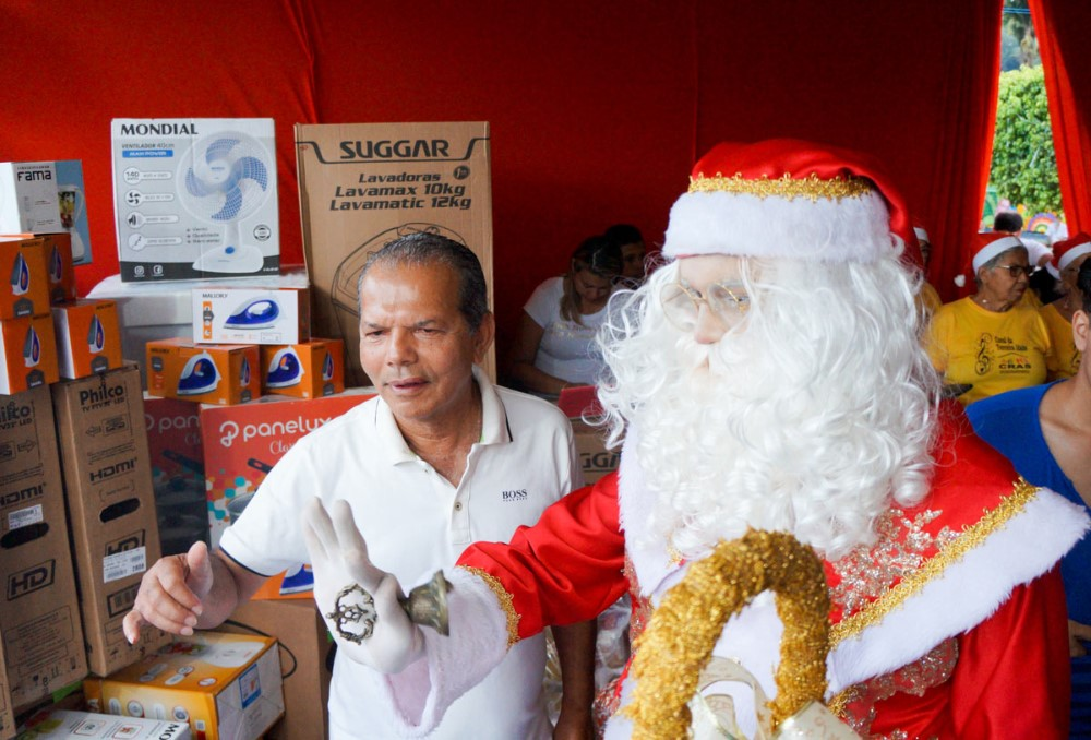 Prefeitura de Atalaia realiza Natal do Povo, Para o Povo com show, sorteios de presentes e de cestas natalinas