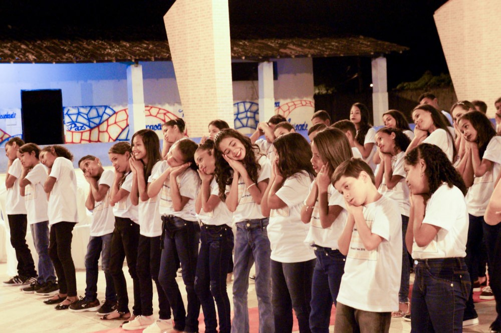 Escola Municipal Antônio Amâncio realiza formatura das turmas do 5º ano