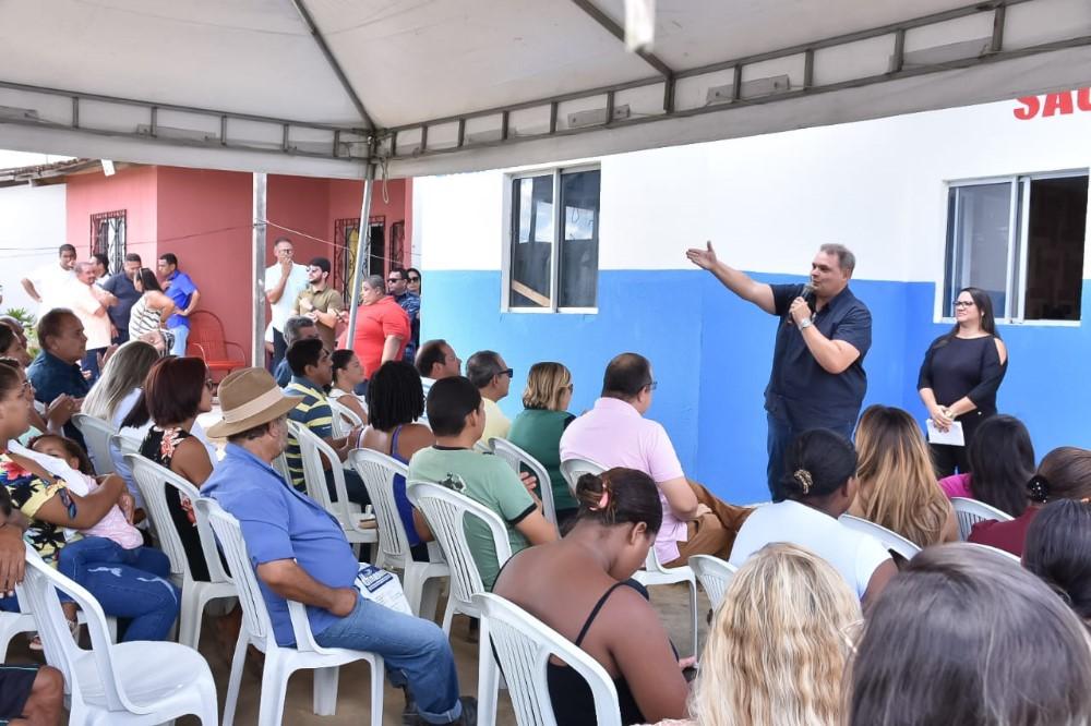 Vereador Fabricio Torres, discursa em evento realizado no Conjunto Residencial Maria de Nazaré. Foto: Alberto Vicente