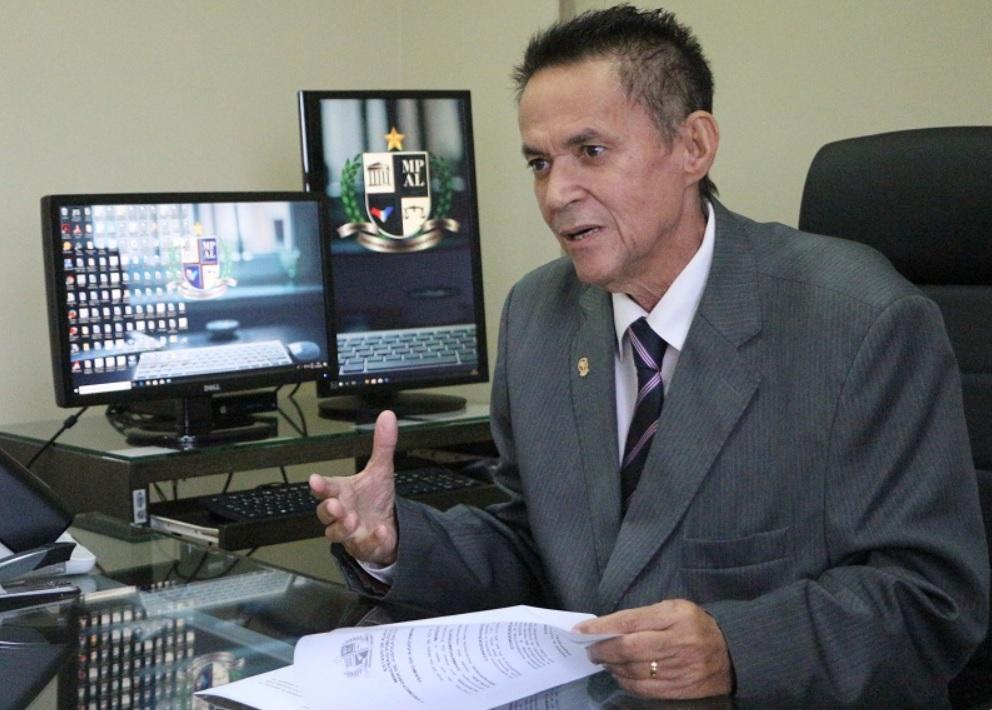 Promotoria de Justiça de Atalaia e Prefeitura firmam TAC para que servidores efetivos registrem ponto eletrônico
