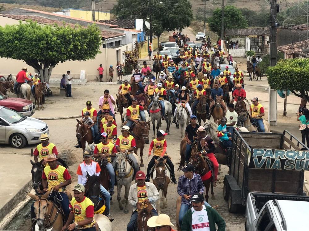 Com apoio do vereador Marivaldo Souza, grande Cavalgada anima o domingo no Distrito Porangaba
