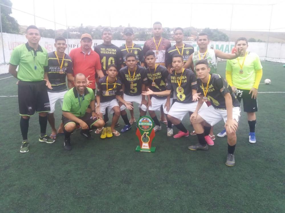 Vereador Quinho do Portão participa da entrega dos troféus aos campeões e vice-campeões.
