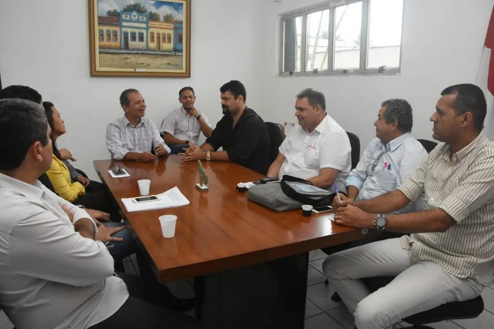 Prefeito Chico Vigário oficializa mudanças em secretarias municipais