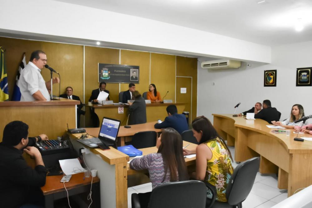 Sessão contou com a participação do atual secretário de Educação, Anilson Júnior.