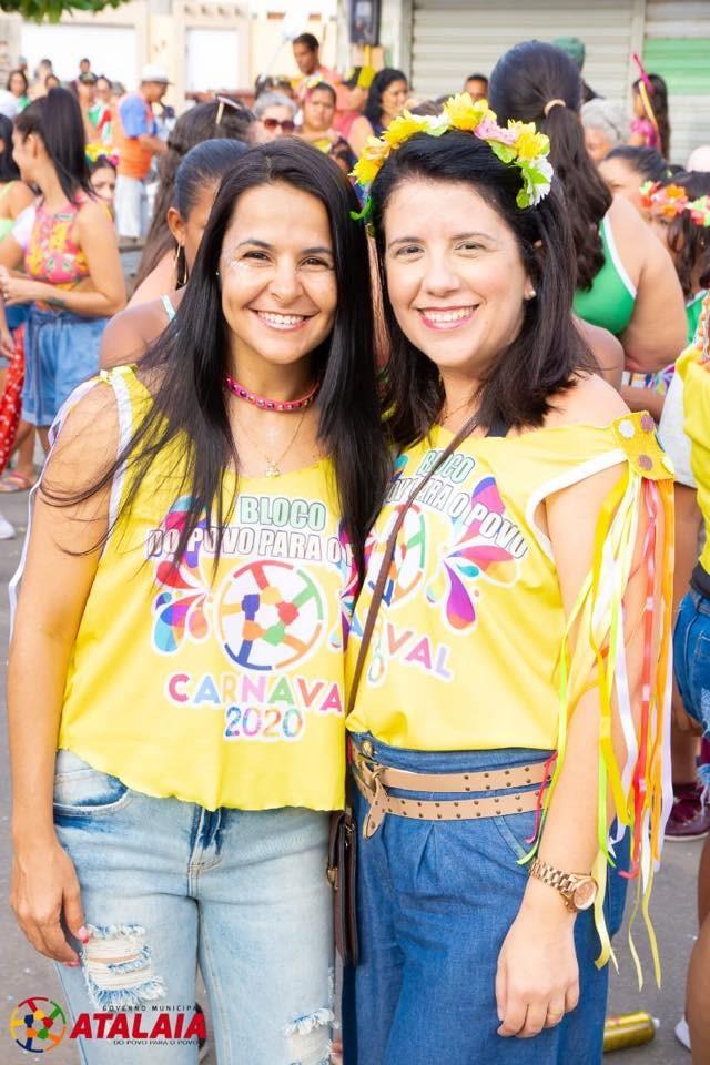 Bloco dos Funcionários reúne milhares de foliões na abertura do Carnaval em Atalaia