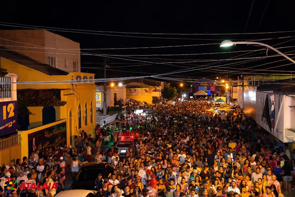 Bloco do Povão encerrou o Carnaval em Atalaia com mais de 10 mil foliões na avenida.