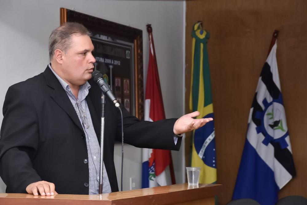 Vereador Fabricio Torres durante a sessão desta terça-feira (10). Foto: Alberto Vicente