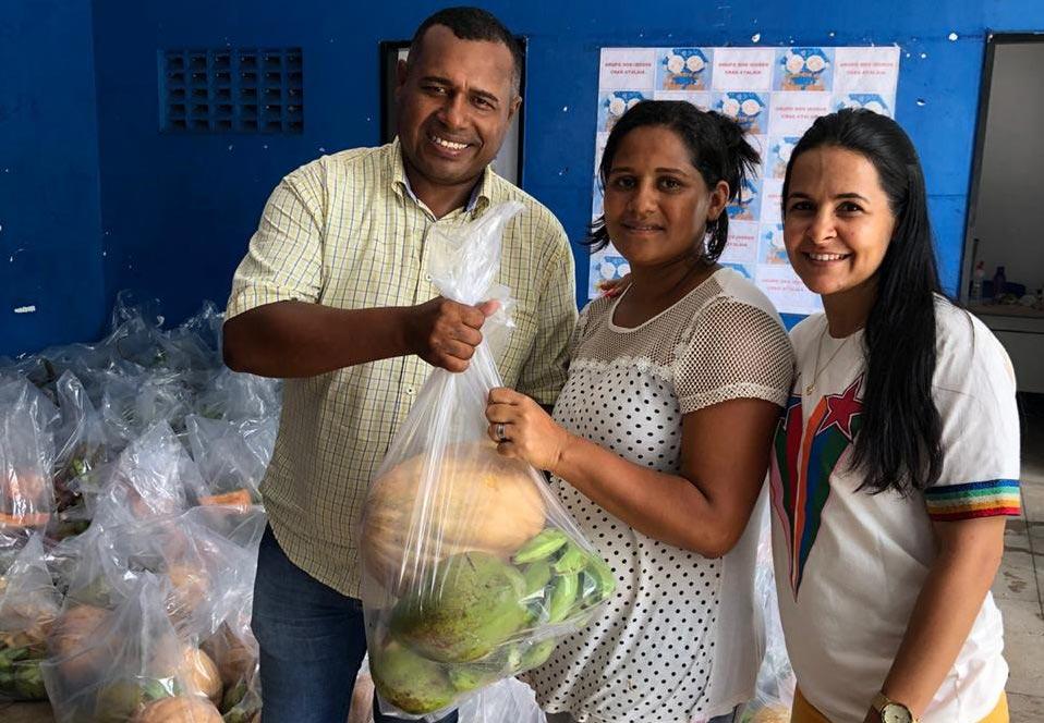 Produtos do PAA são entregue às famílias assistidas pelo CRAS Atalaia.